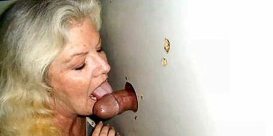 Sexy Grossmutter Toilette Handjob